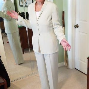 EUC GiorgioArmani Collezioni Pale Green Pants Suit